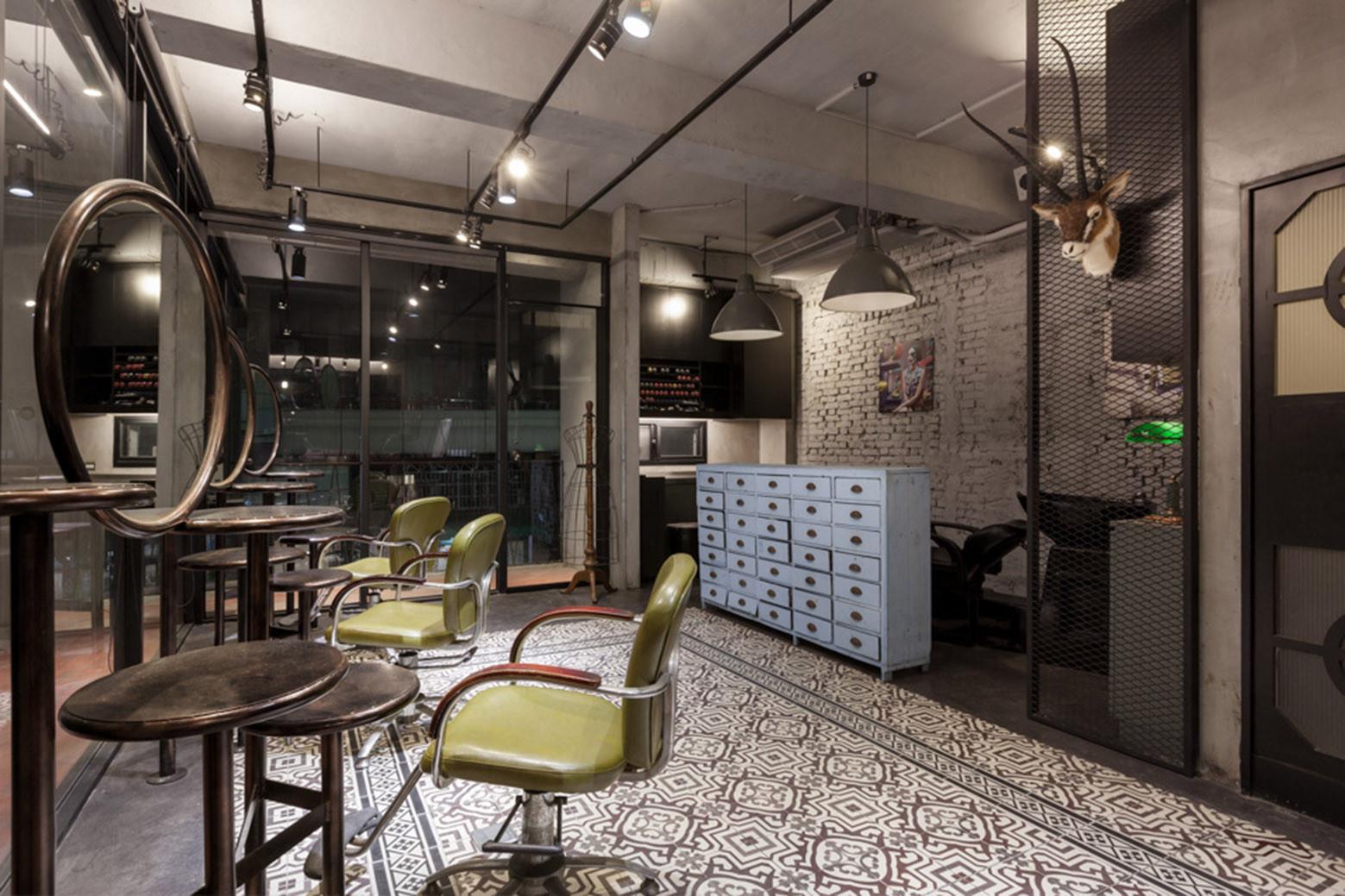 Gallery of renovation of split level hair salon - Salon estilo industrial ...