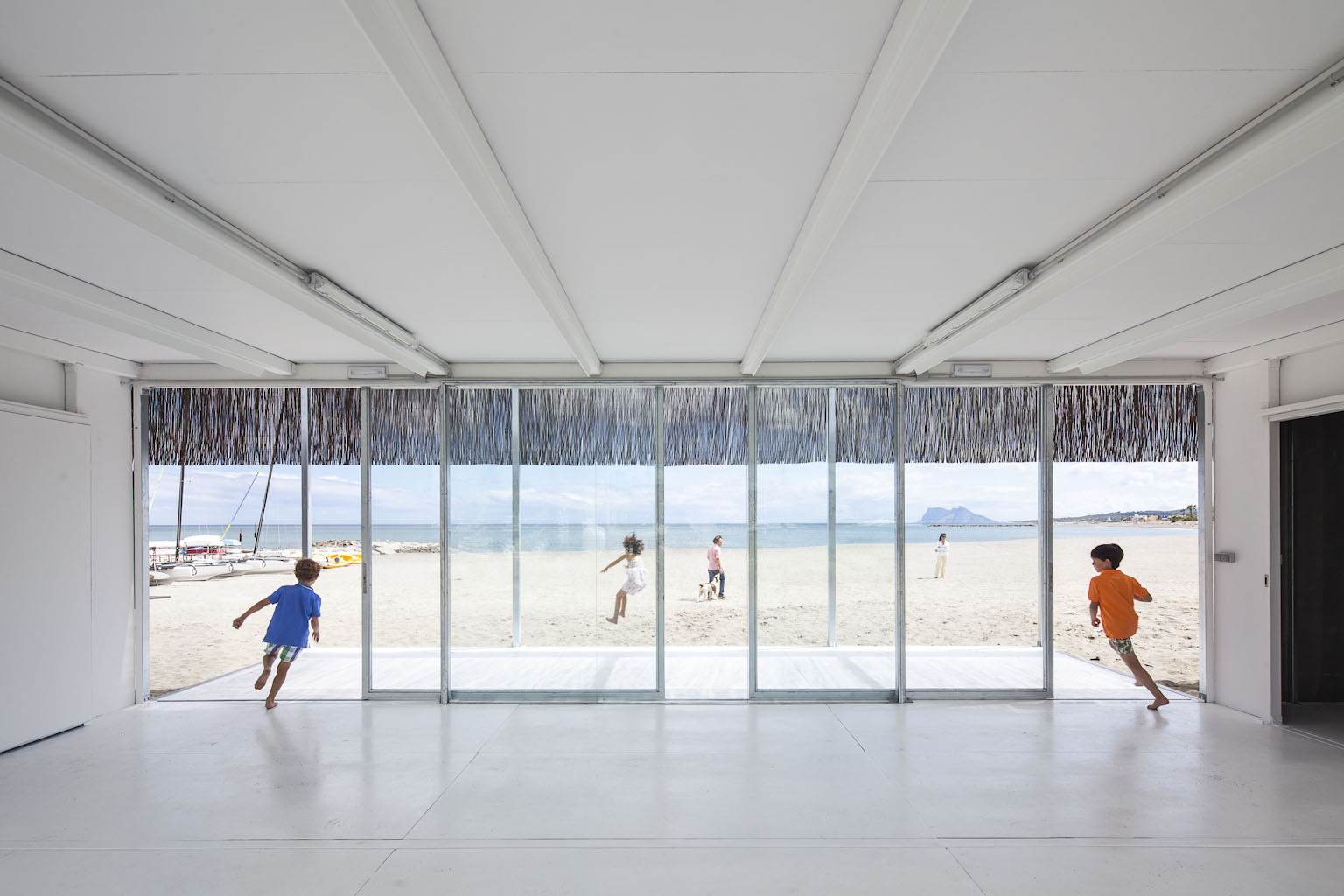 Fotografía de Arquitectura: Montse Zamorano, Escuela de Vela de Sotogrande en Cádiz. Héctor Fernández Elorza/HFE Arch + Carlos García Fernández . Image © Montse Zamorano