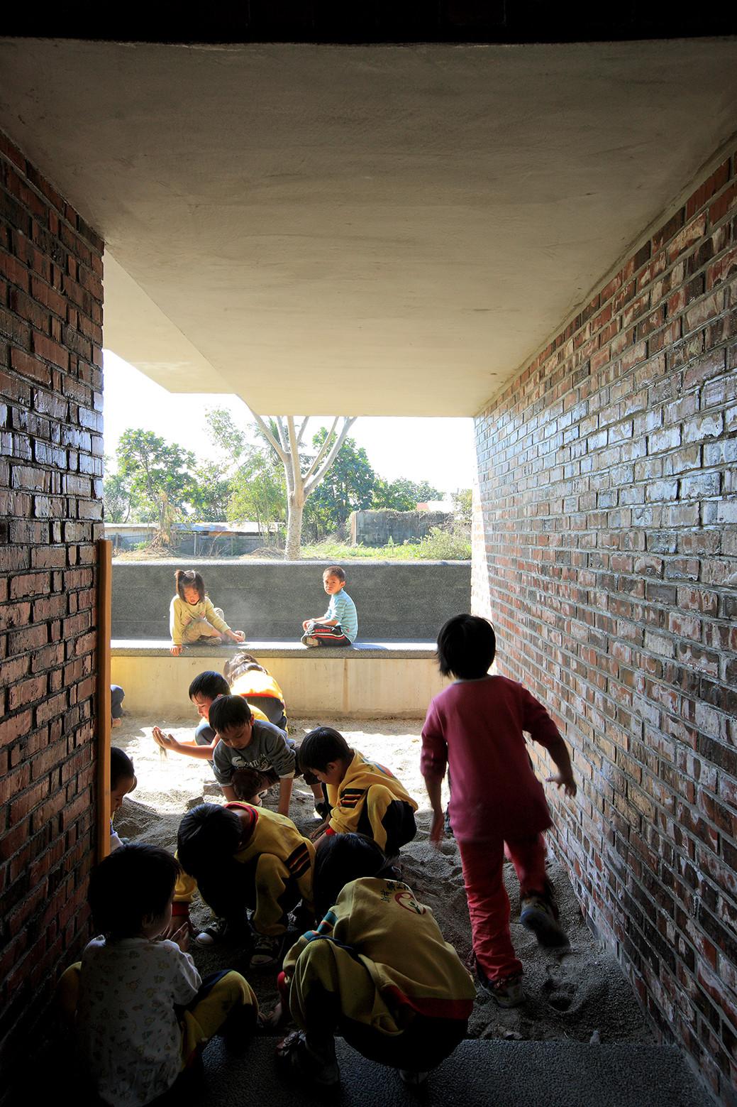 Galer a de jard n infantil para ni os ind genas wang pe for Jardin infantil serrano 78