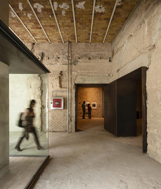 Espaço de Arte Contemporânea no antigo Convento da Madre de Dios / sol89, © Fernando Alda