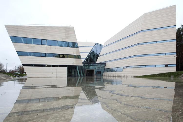 Centro Nacional Aberto de Informação e Acesso à Comunicação Acadêmica / Paleko Arch Studija, Cortesia de Ergolain Group