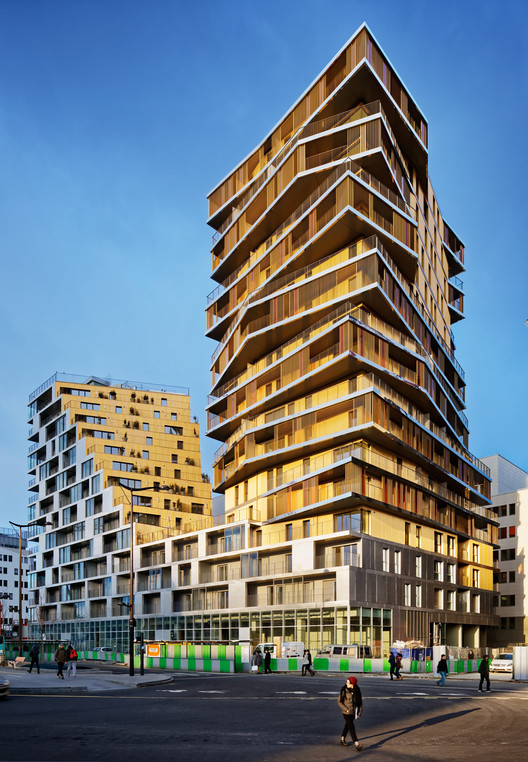 Housing in Paris  / Comte & Vollenweider + Hamonic + Masson & Associés