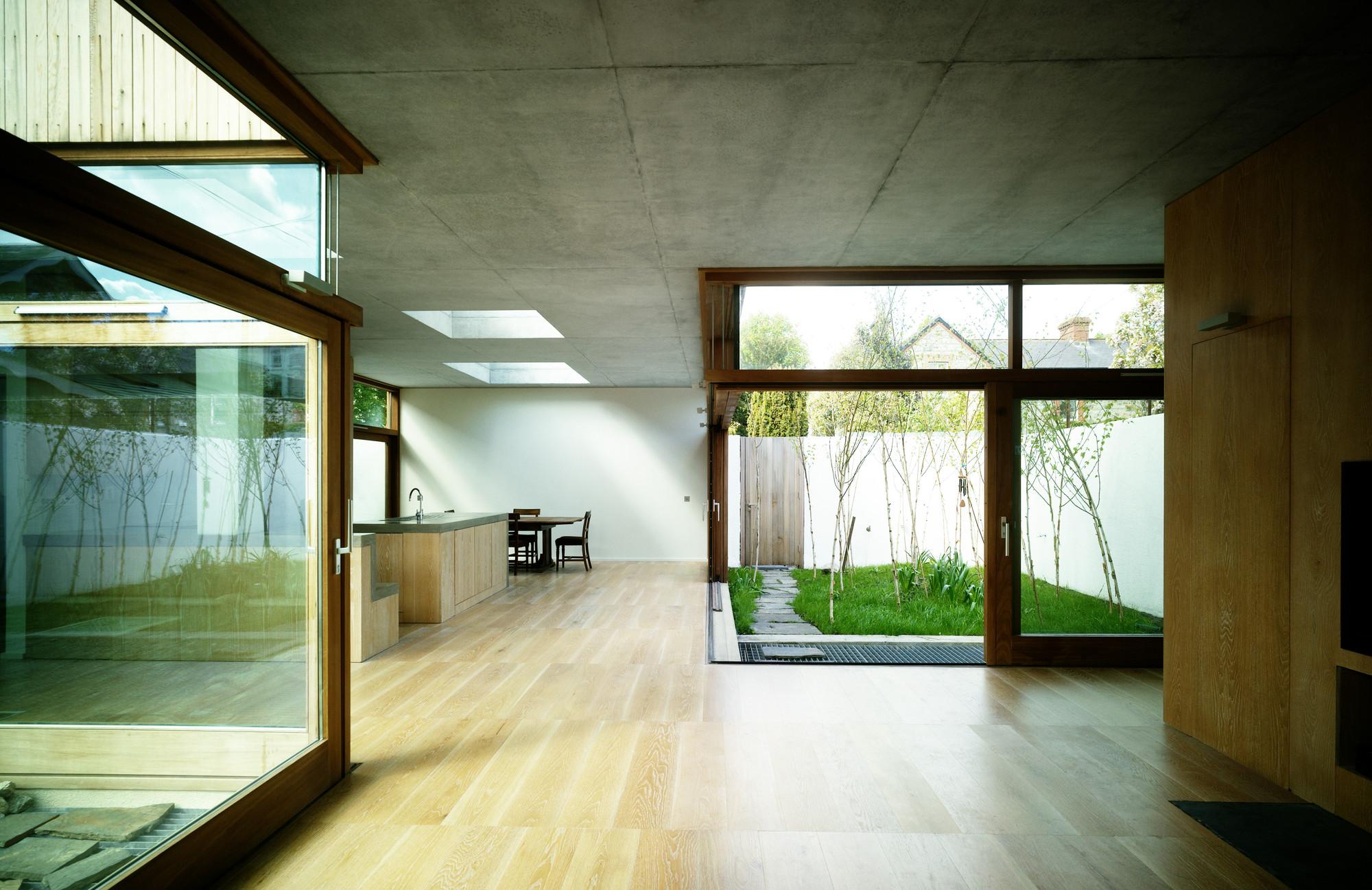 Z casa cuadrada mccullough mulvin architects for Modelos de casas con terrazas modernas