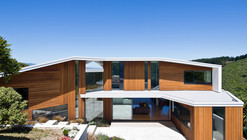 Korokoro House / Parsonson Architects