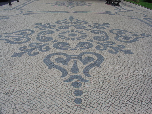 Calçada Portuguesa, em Lisboa. © Wikipedia Yelkrokoyade