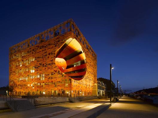The Orange Cube / Jakob + MacFarlane. Image © Roland Halbe