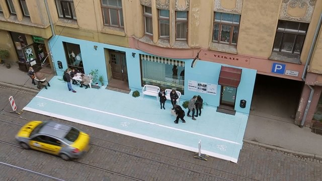Intervención urbana: En 1 día una calle se transformó en un lugar amable con peatones y ciclistas