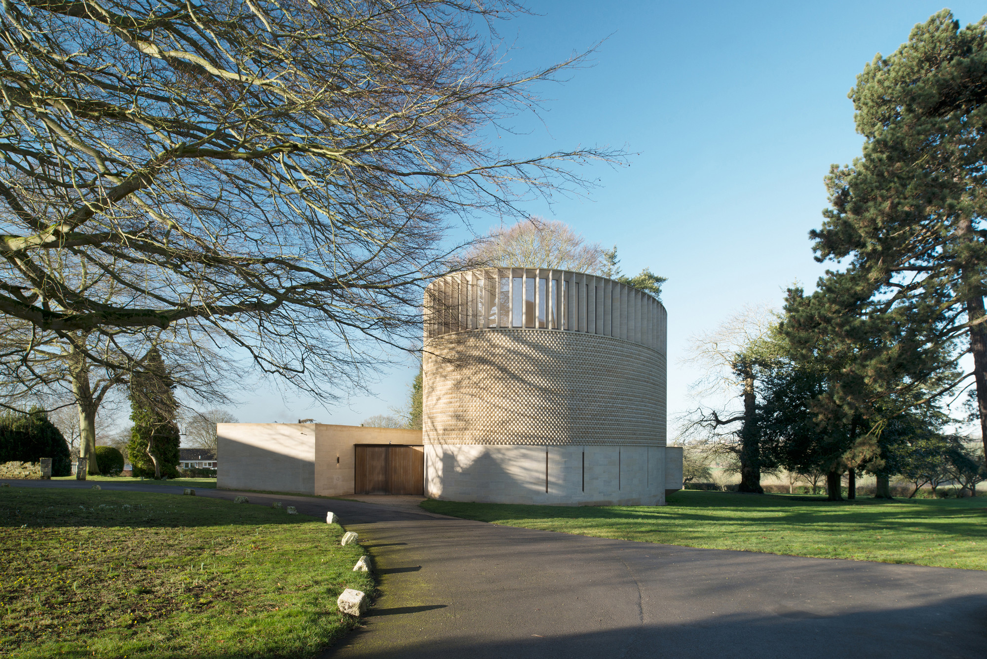 Bishop Edward King Chapel / Niall McLaughlin Architects, © NAARO