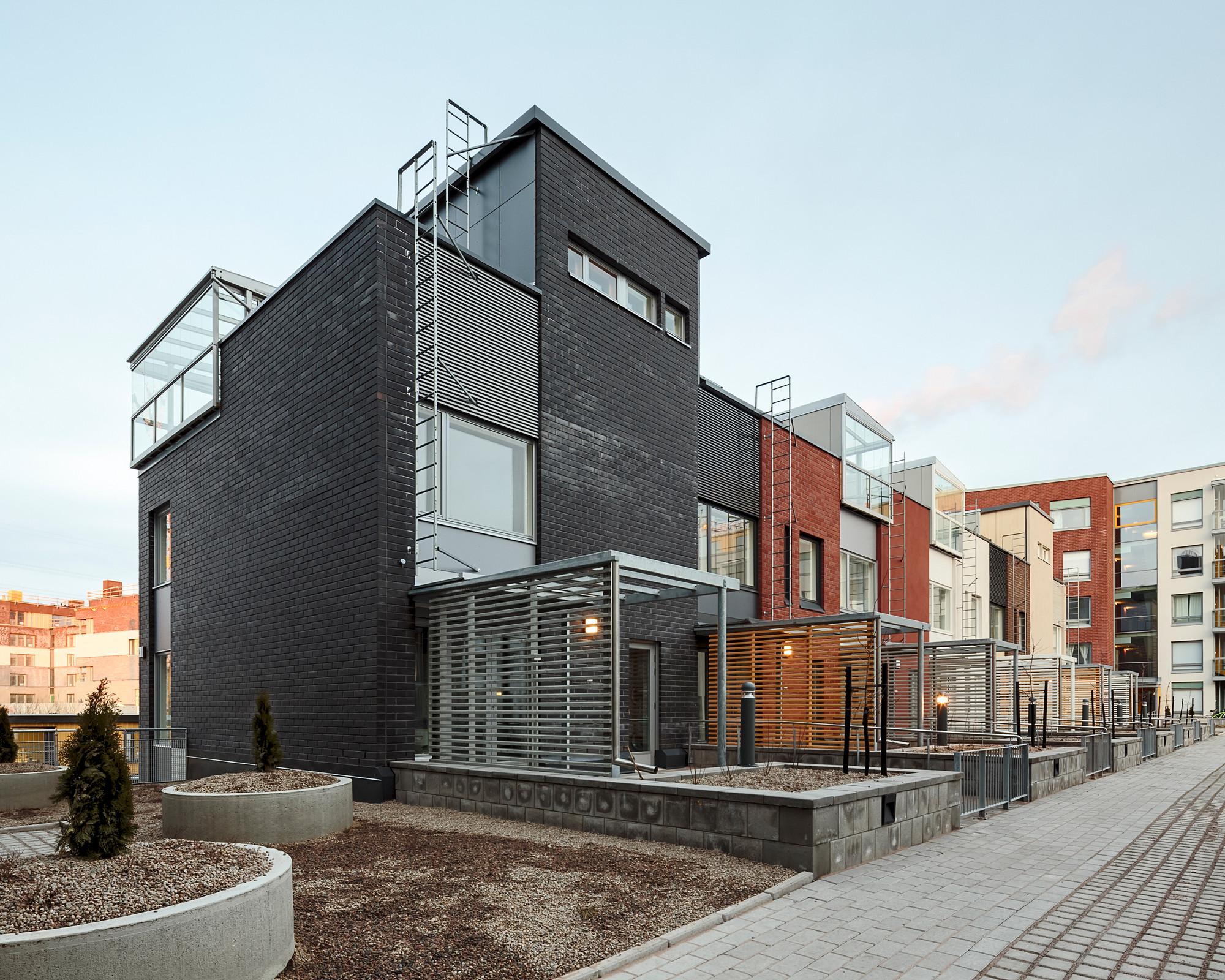 Casas Adosadas Kalasataman Huvilat / PORTAALI architects Ltd + ArkOpen Ltd, © Photos Tuomas Uusheimo