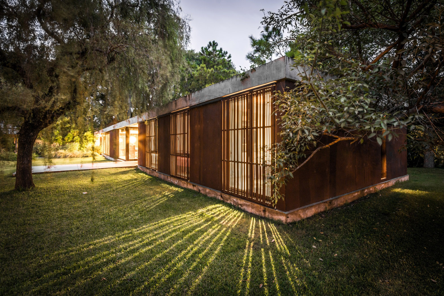 Gallery of linear house roberto benito 1 for Www casa design foto com