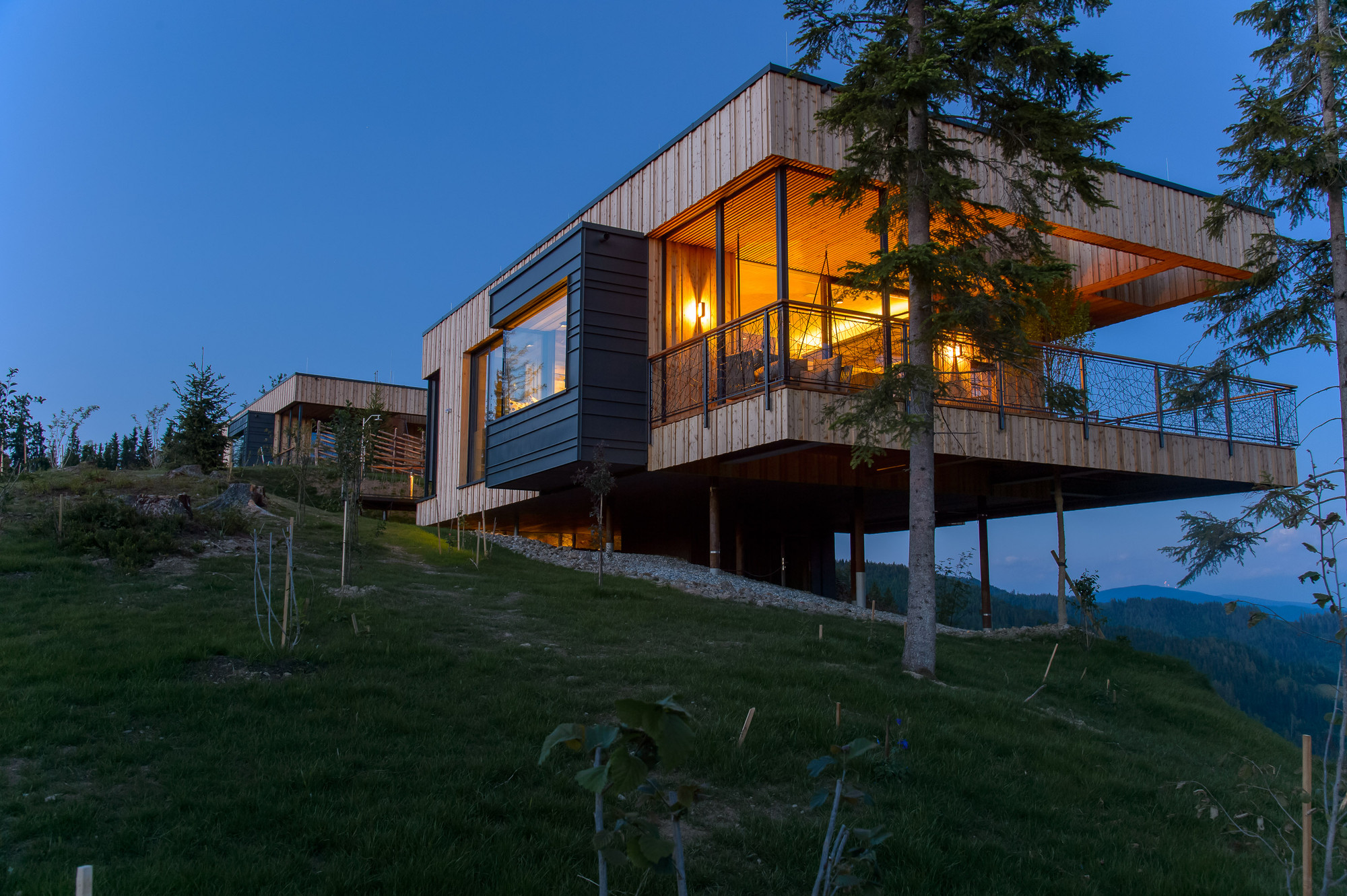 Gallery Of Deluxe Mountain Chalets Viereck Architects 21