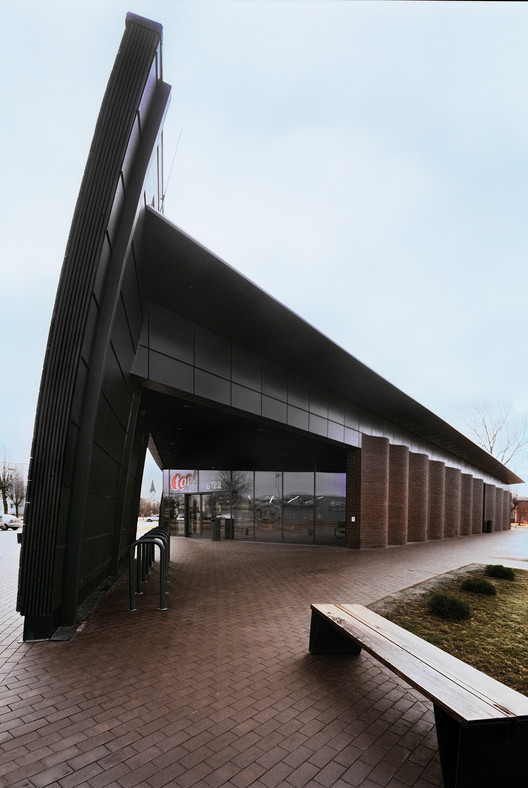 TOP store / ARHIS ARHITEKTI, © Indrikis Sturmanis