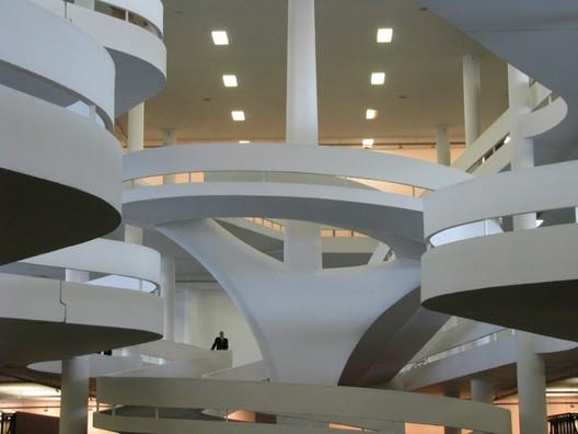 Pavilhão Ciccillo Matarazzo / Oscar Niemeyer. Imagem © flickr ARTExplorer