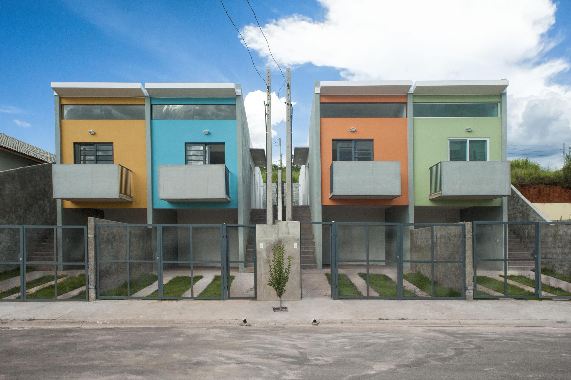 Casas em Cotia / Silva Realizações, © Carlos Reinis