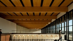 Aeroporto Internacional Fort McMurray  / office of mcfarlane biggar architects + designers