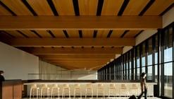 Aeroporto Internacional Fort McMurray  / office of mcfarlane biggar architects + designers