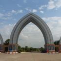 Los jardines de fuentes de agua en Naypyidaw. Imagen © Wikimedia user Hybernator