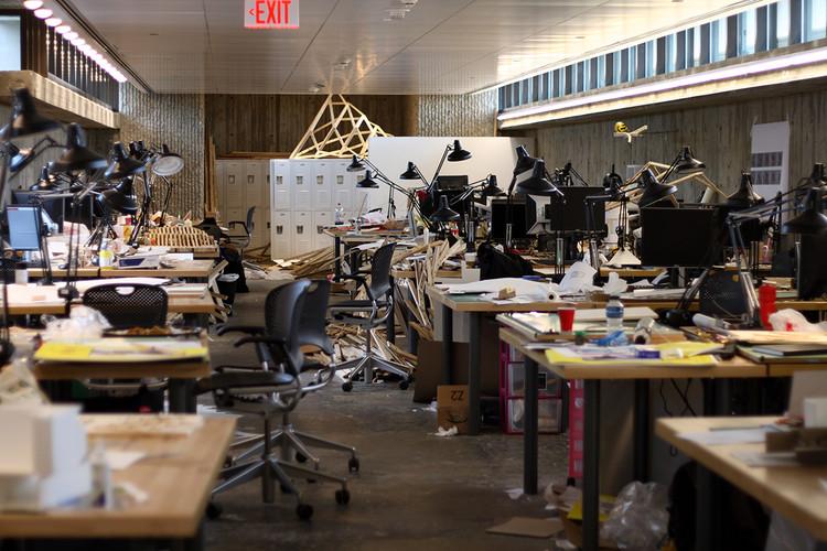 Opinión de nuestros lectores: los pros y los contras del trasnoche en la arquitectura, Taller de estudiantes de la Escuela de Arquitectura de la Universidad de Yale, 2008. Imagen Vía Ragessos / Wikipedia CC