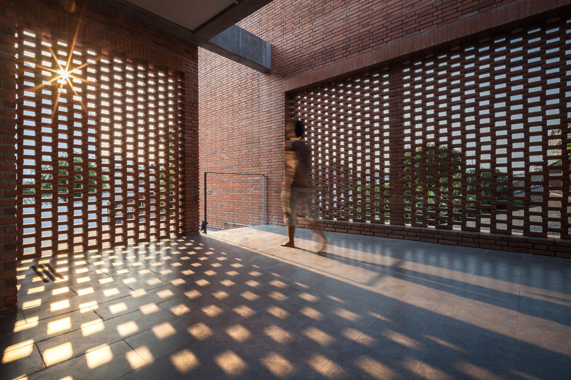 Architect And Design ngamwongwan house / junsekino architect and design | archdaily