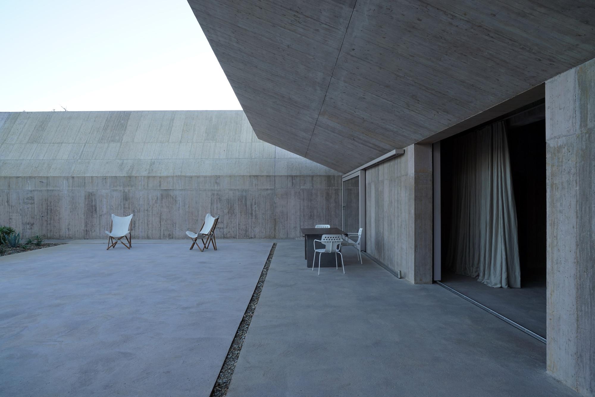 Image result for Valerio Olgiati, Villa Além