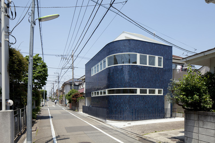 Half & Half House / naf architect & design, © Toshiyuki Yano