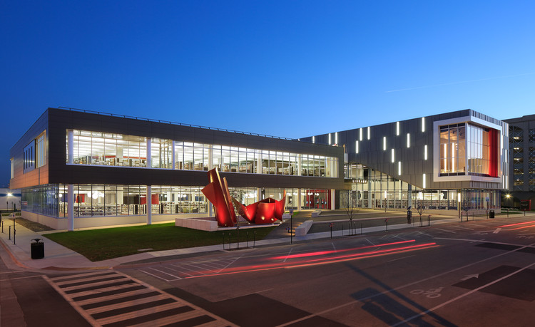 AIA Names 6 US Libraries as 2015's Best, Cedar Rapids Public Library / OPN Architects. Image © Main Street Studio