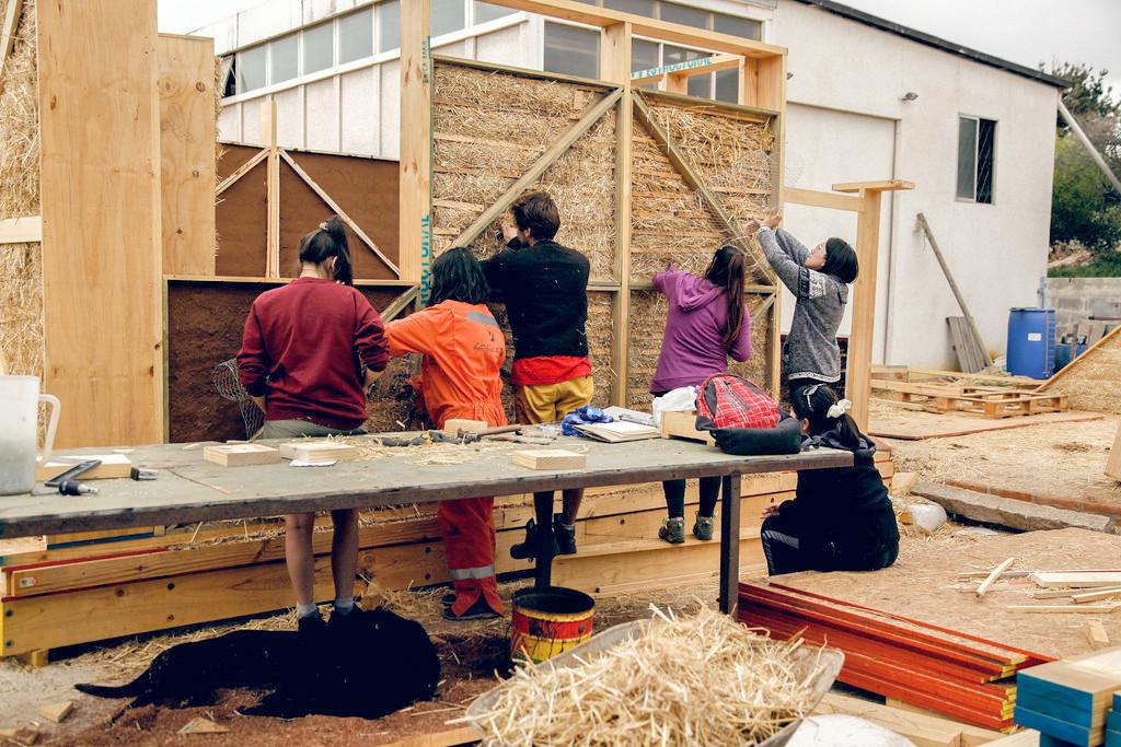 Comienzan obras de la primera villa solar experimental de Latinoamérica en Santiago, Casa Rukantu. Image Cortesia de Construye Solar