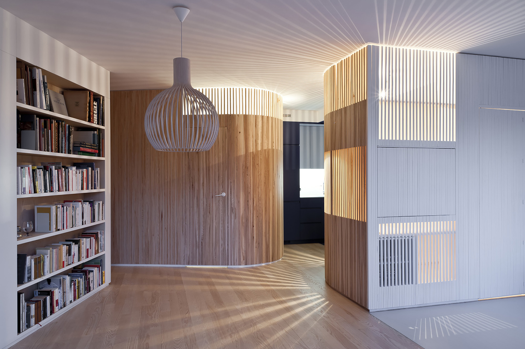 Home renovation julien joly architecture archdaily for Architecture courbe