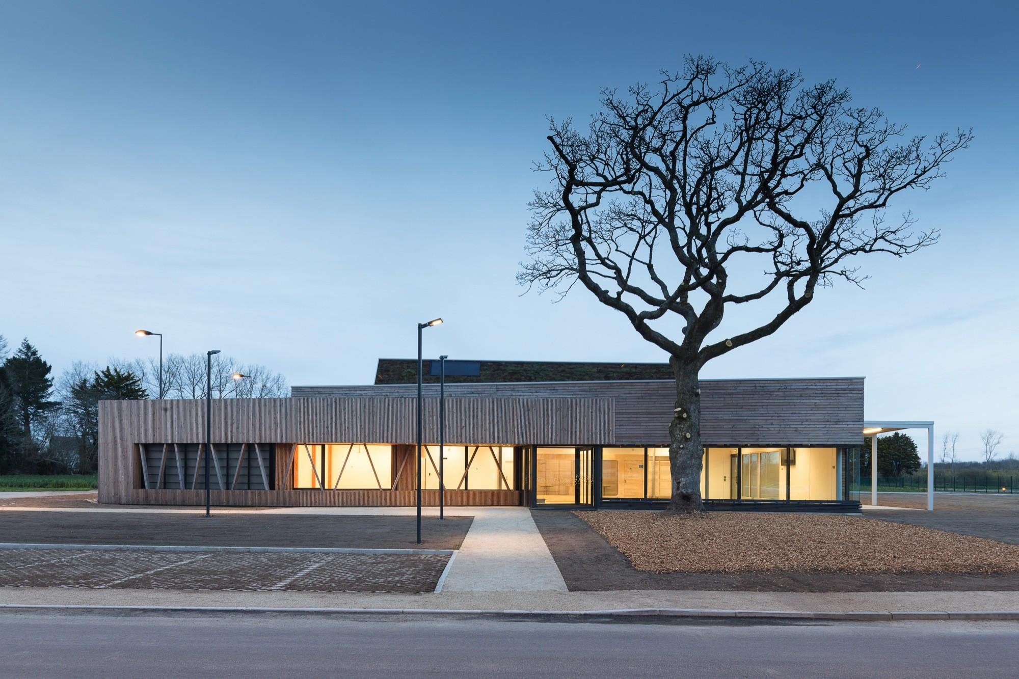 galeria de ecopole eno architectes 26. Black Bedroom Furniture Sets. Home Design Ideas