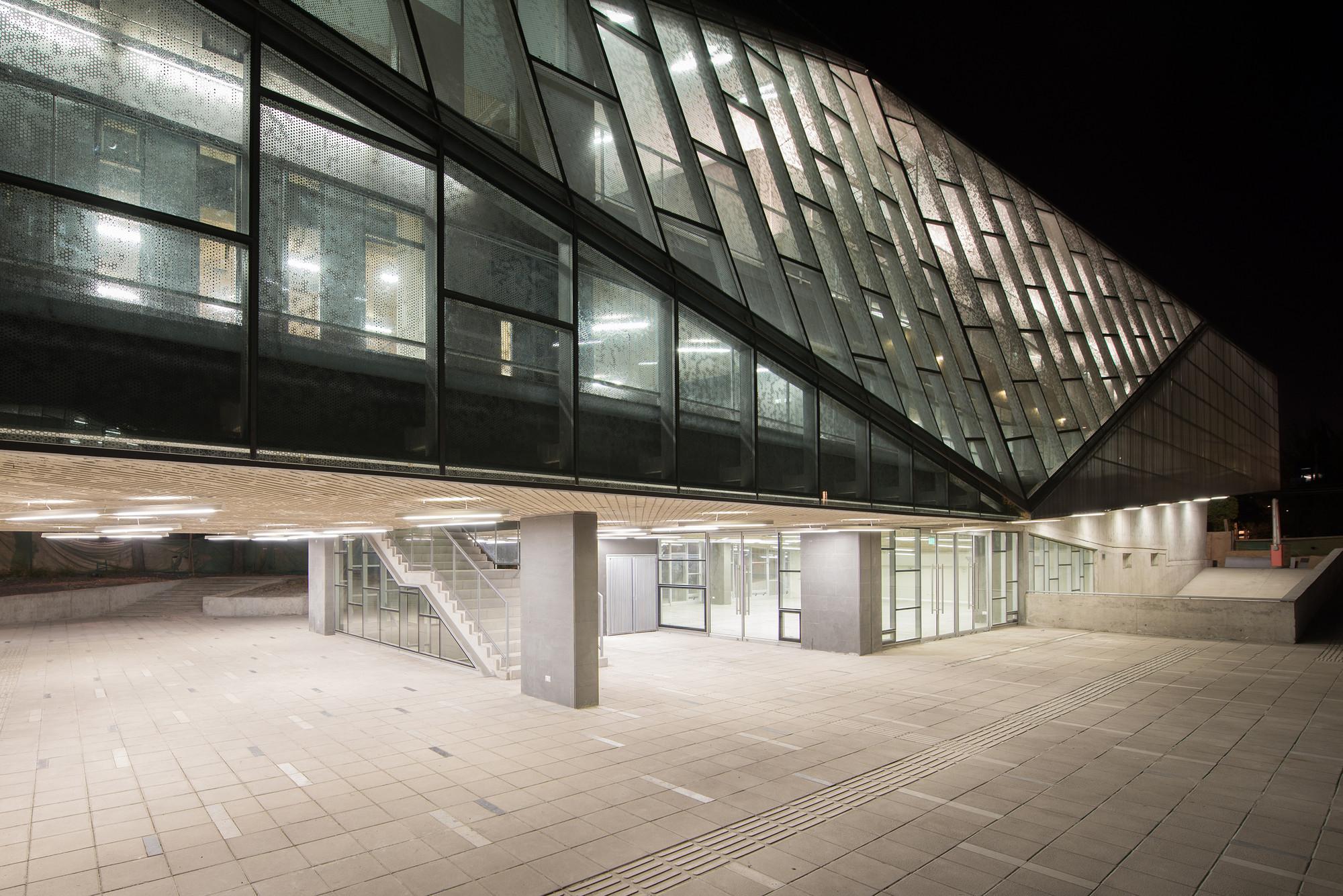 Gallery of universidad de chile juan gomez millas campus for Universidades para arquitectura