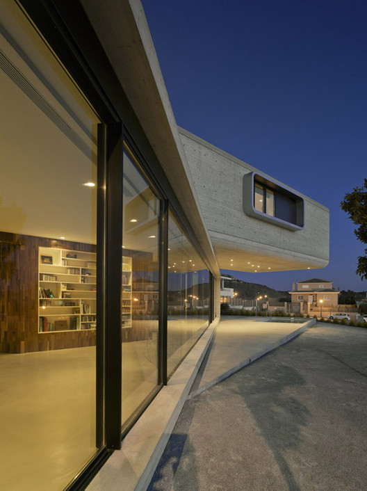 Crossed house clavel arquitectos archdaily - Clavel arquitectos ...