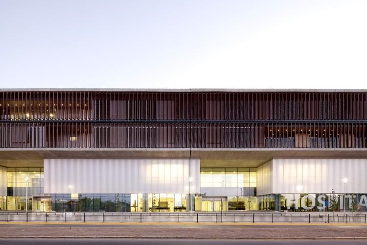 Hospital Clínico Metropolitano La Florida / BBATS Consulting & Projects SLP + MURTINHO+RABY arquitectos, © Nico Saieh