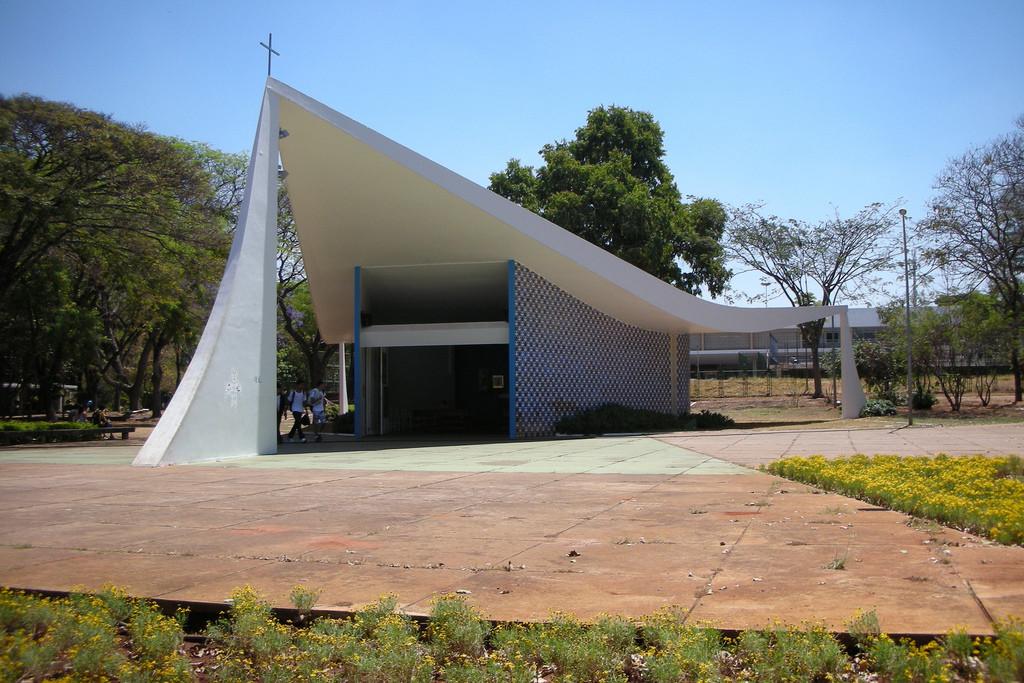 Obras de Athos Bulcão farão parte do acervo do Instituto Cultural do Google, Igrejinha Nossa Senhora de Fátima, Oscar Niemeyer e Athos Bulcão. Image © Beatriz Marques, via Flickr. CC