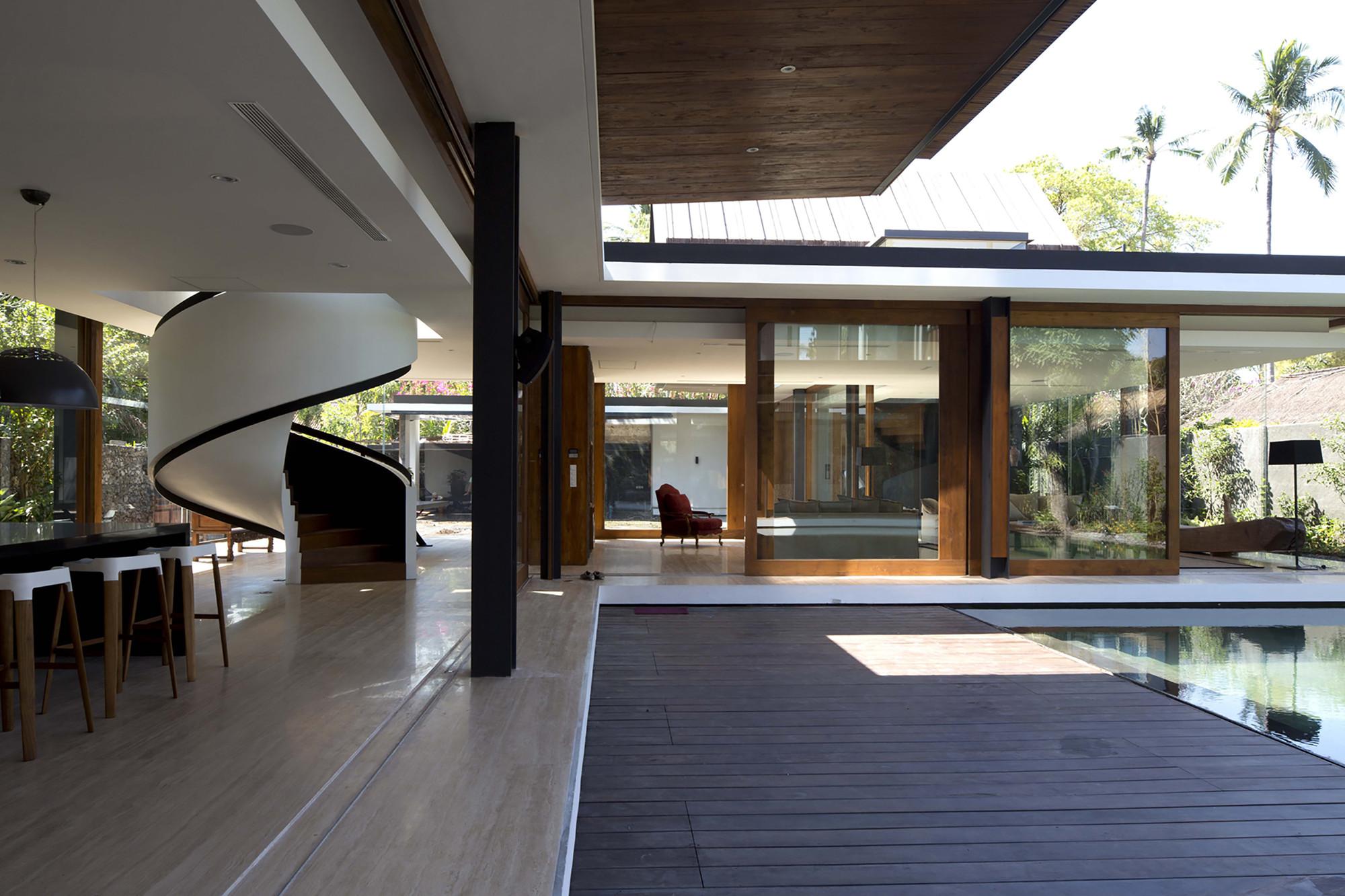 Svarga Residence / RT+Q Architects