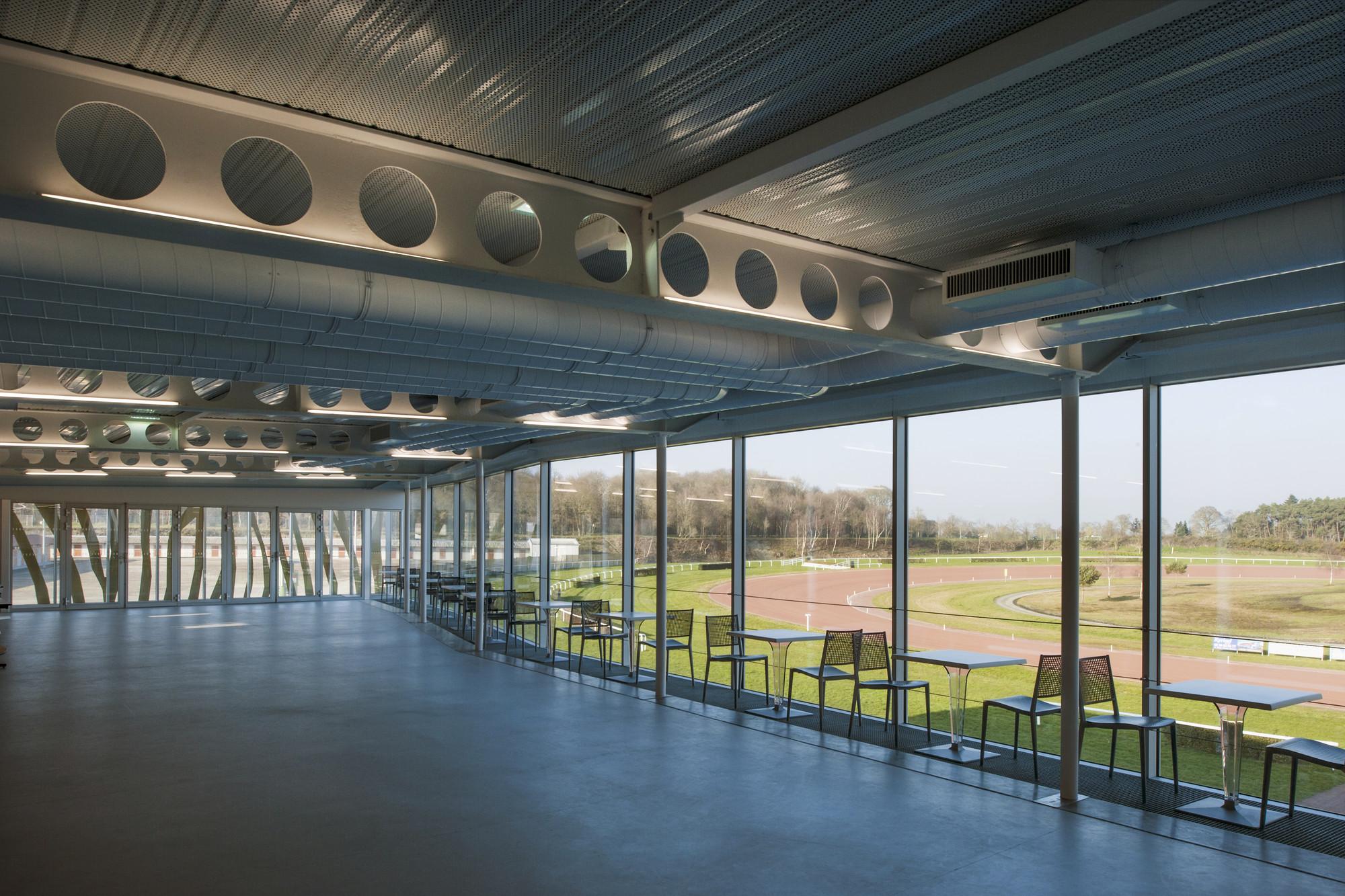 Galer A De El Hip Dromo De La Baie Nomade Architects 5