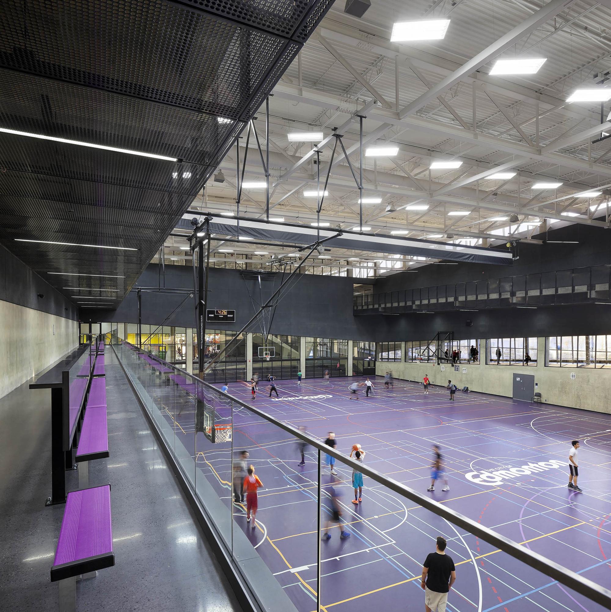 Centro recreativo comunitario Clareview / Teeple Architects