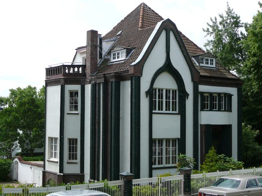 The Peter Behrens House at the Darmstadt Artists' Colony. Image © <a href='https://www.flickr.com/photos/16782093@N03/4238259133'>Flickr user Metro Centric</a></noindex></noindex> licensed under <noindex><noindex><a target=