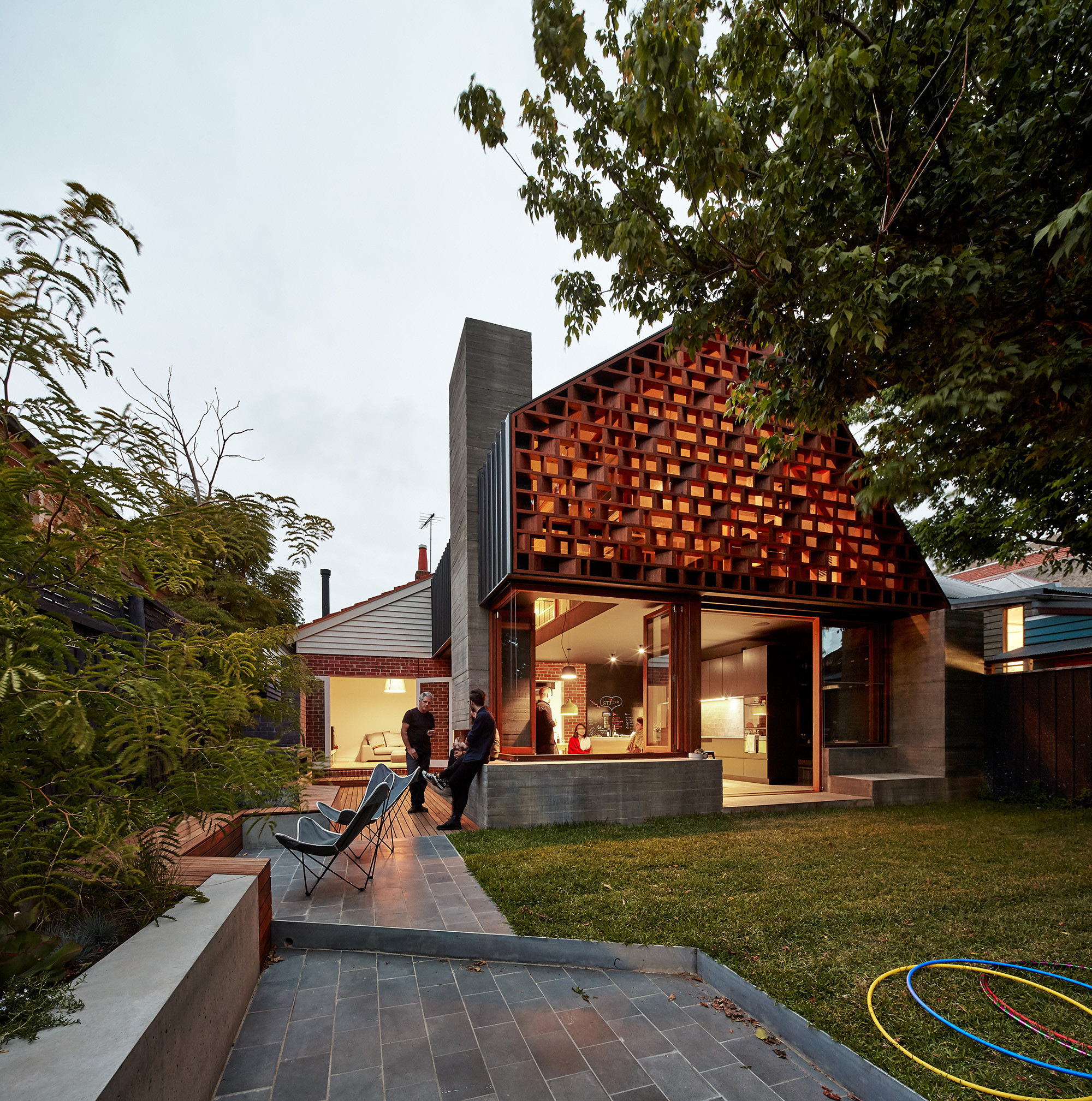 Local house make architecture archdaily for Create a new house