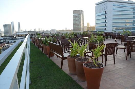 Recife aprova lei que torna obrigatórias as coberturas verdes em edifícios com mais de 4 pavimentos, Telhado Verde do Softex Recife/ © Alex Lindoso. Image via Erico Freire