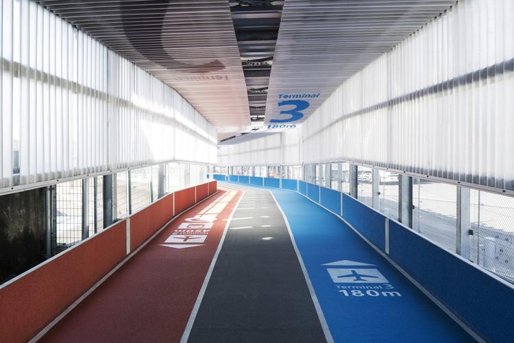 Terminal 3 do Aeroporto Internacional de Narita / NIKKEN SEKKEI + Ryohin Keikaku  + PARTY, © Kenta Hasegawa