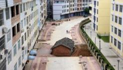 """A Look at China's """"Nail Houses"""""""