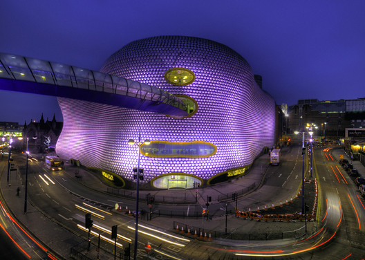 Selfridges at the Birmingham Bullring Centre, 2003. Image © <a href='https://www.flickr.com/photos/bs0u10e0/6837495909'>Flickr user Bs0u10e0</a> licensed under <a href='https://creativecommons.org/licenses/by-sa/2.0/'>CC BY-SA 2.0</a>