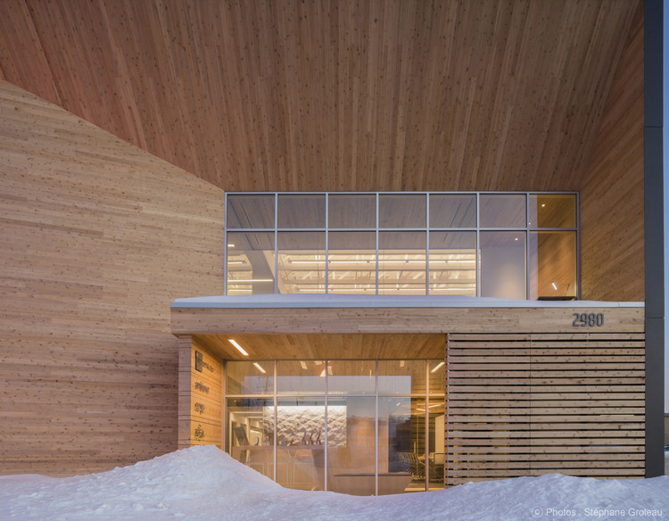 Escritório Sede STGM / STGM Architectes, © Stéphane Groleau