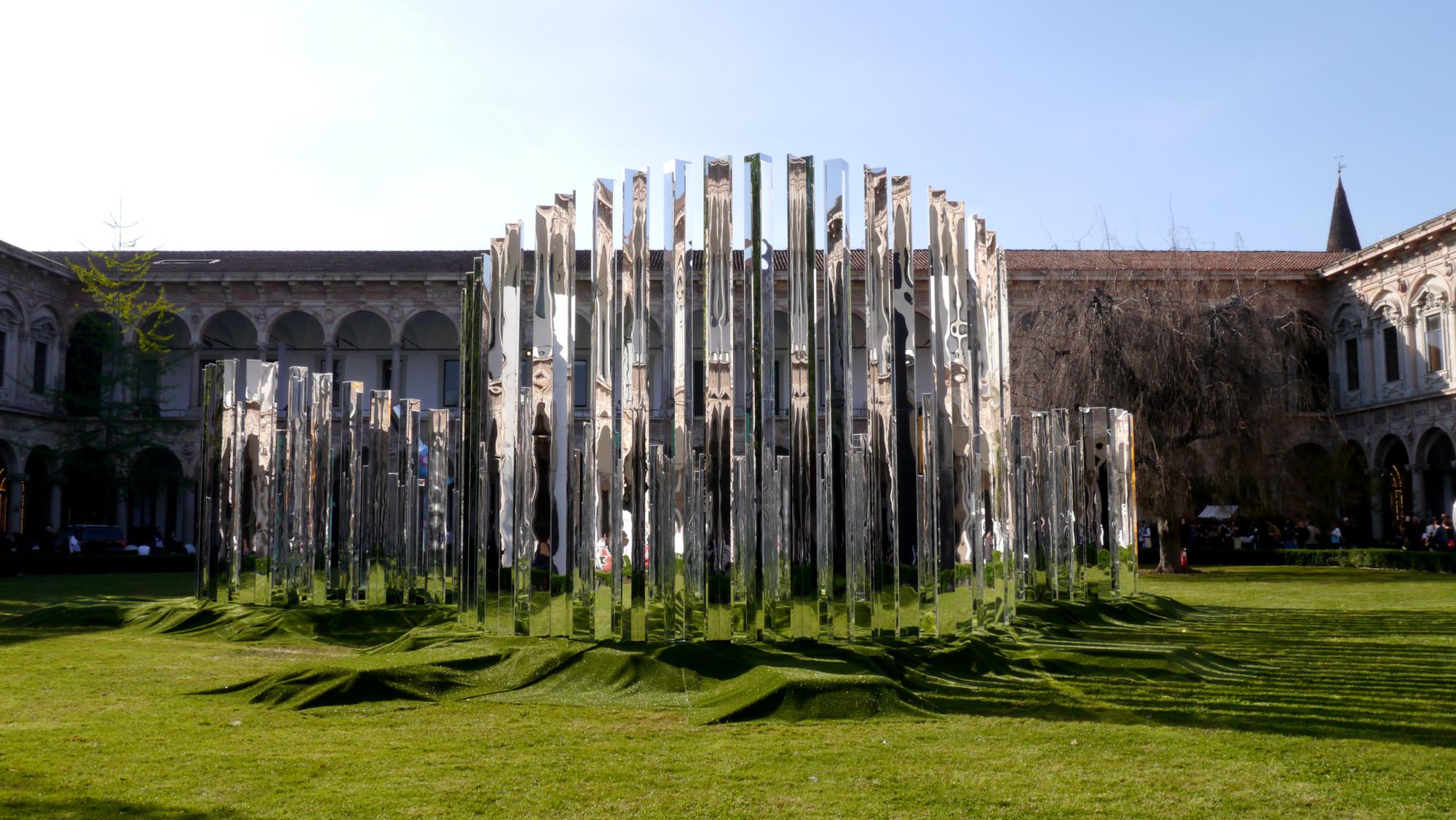 """Instalação """"Living Line"""" cria uma fita de Möbius espelhada na Semana de Design de Milão, © SPEECH architectural office"""