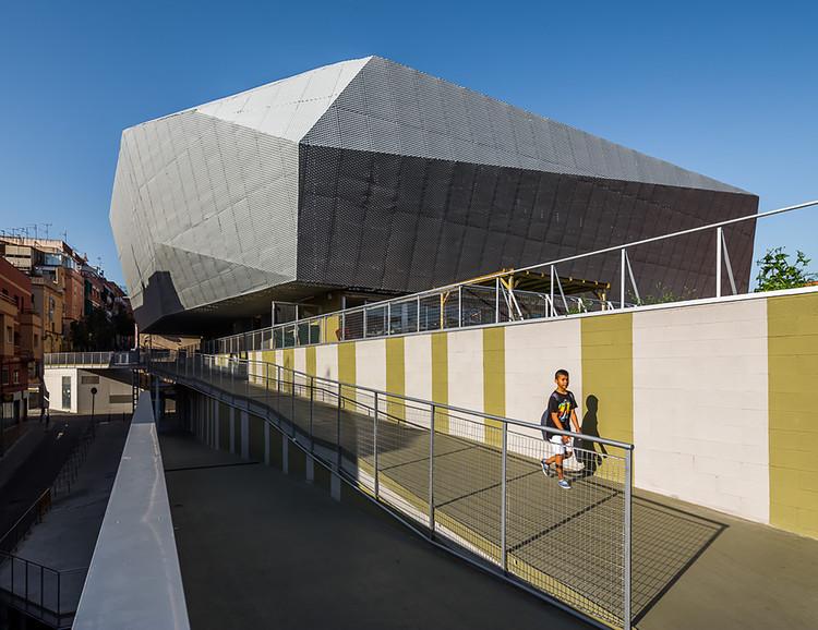 "Edifício Munltifuncional ""Fondo"" / Pich-Aguilera Architects, © Simón García"