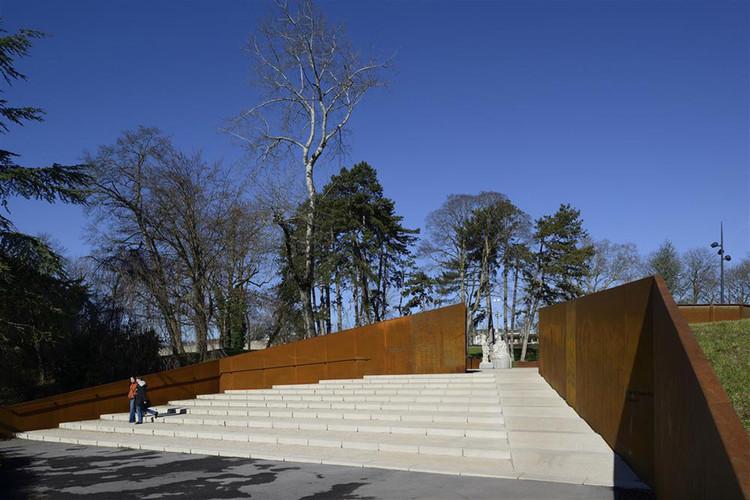 Um espaço para lembranças - Parc des Glacis / 2/3/4/, © Nicolas Waltefaugle