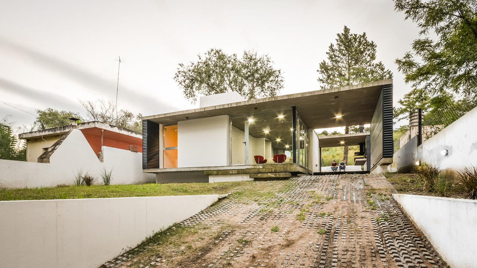 """Residência suburbana """"La Viña"""" / Juan Salassa, Santiago Tissot e Iván Castañeda, © Gonzalo Viramonte"""