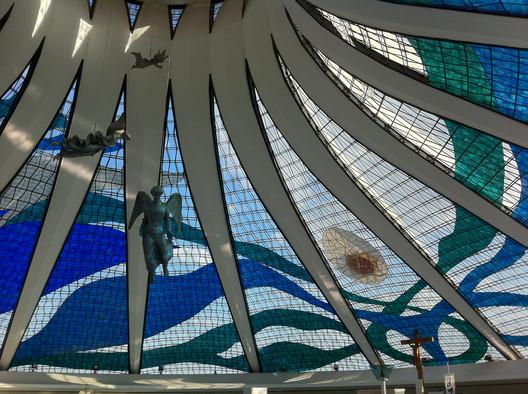 Vitrais da Catedral de Brasília, por Marianne Peretti . Image © Mariana Heinz, via Flickr. CC