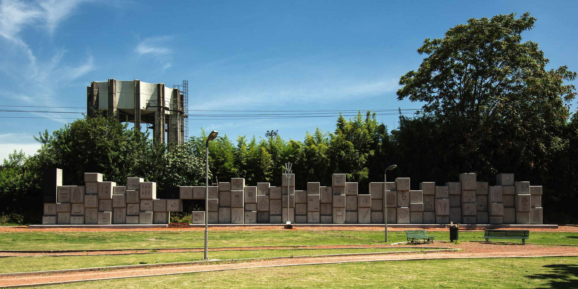 114 bloques de hormigón y huellas de objetos recuerdan a las víctimas judías en Buenos Aires, © Alejandro Leveratto