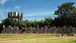 114 bloques de hormigón y huellas de objetos recuerdan a las víctimas judías en Buenos Aires